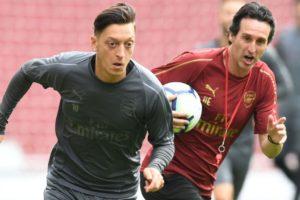 Legenda Arsenal Kritik Keputusan Emery Terus Cadangkan Ozil